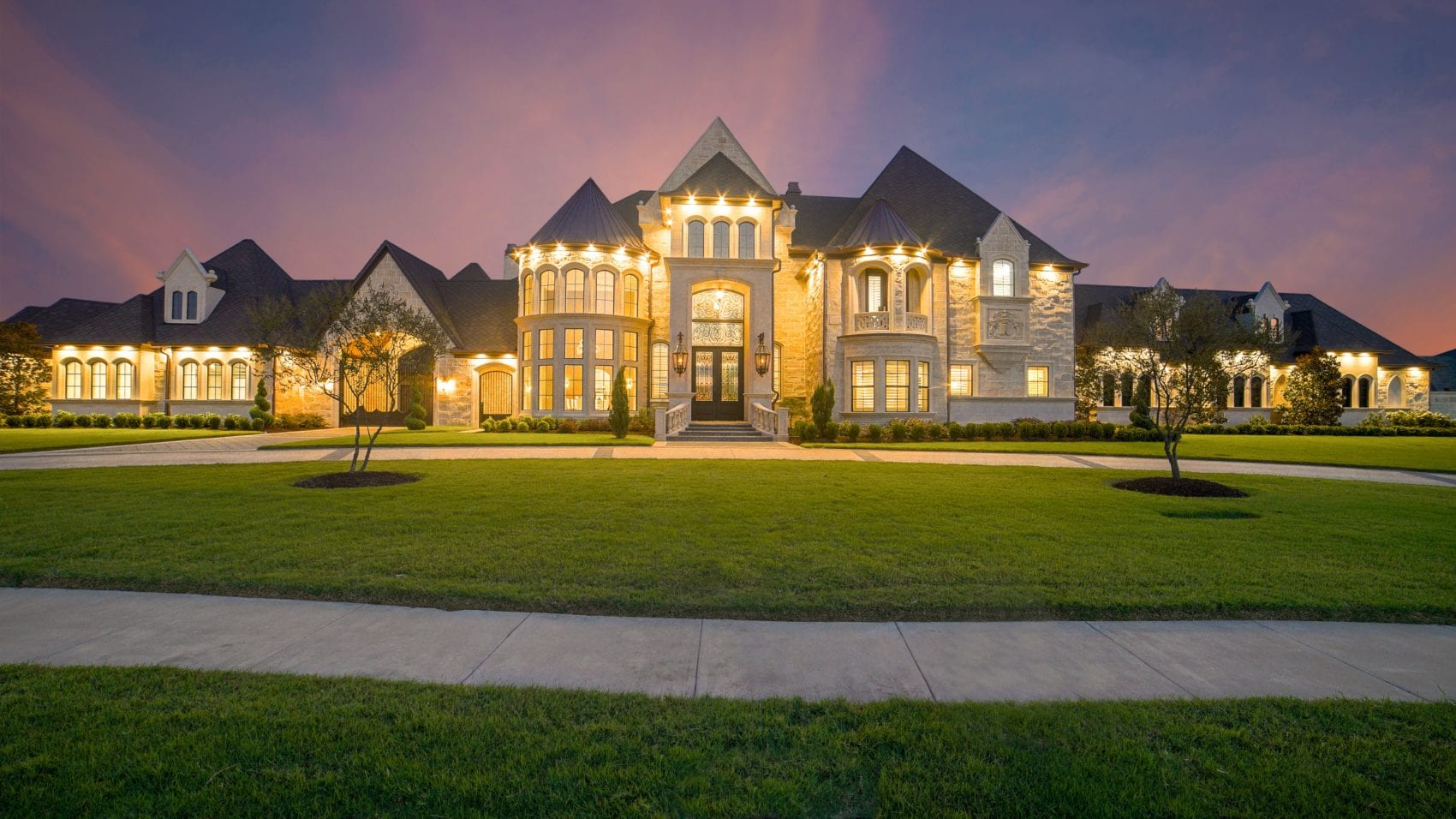 A gigantic palance with a very large front yard